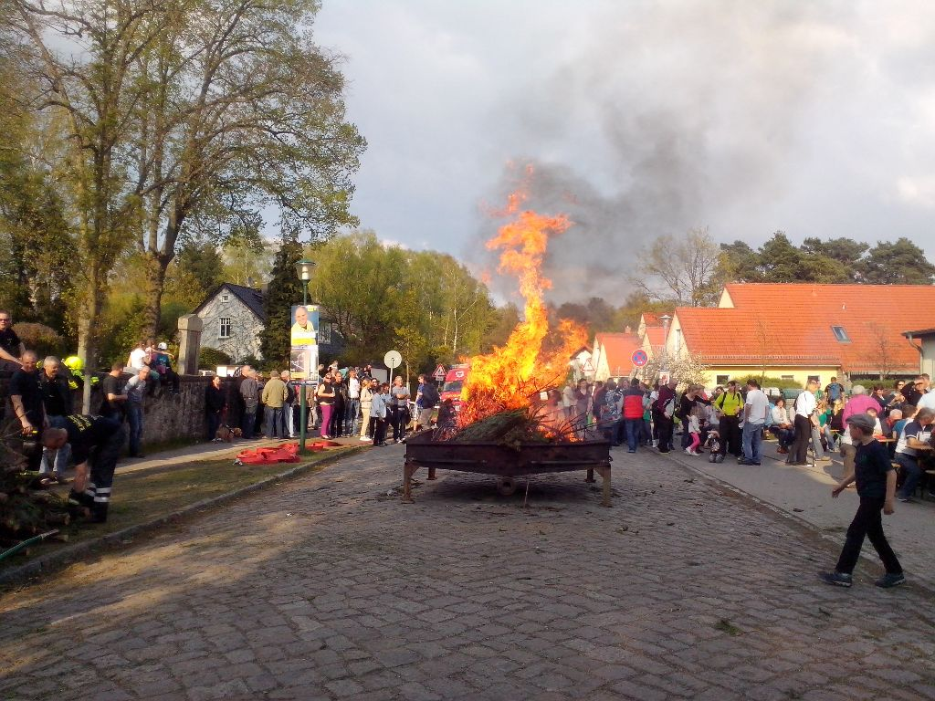 22.5.14 Osterfeuer