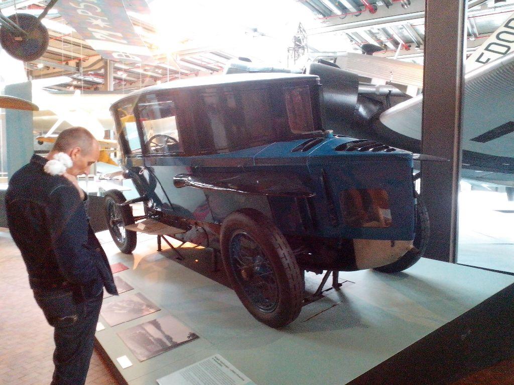 9. 4. 14 Auto mit Thomas Uraltauto aus d.Zwanzigern