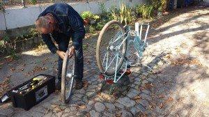 2057 Thomas repariert Co.s Fahrrad